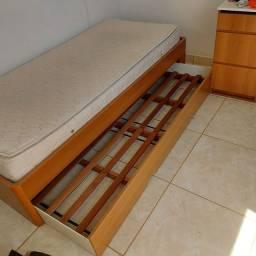 Cama de solteiro com cama auxiliar Unierre com colchão simples