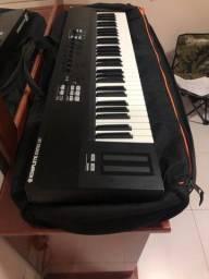 Teclado controlador Native Instruments S61 - Com Bag