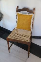 Cadeira de Jacarandá com assento em palha da índia original e recém reformada