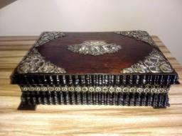 caixa porta jóias antiga de madeira jacarandá e adornos em prata de lei
