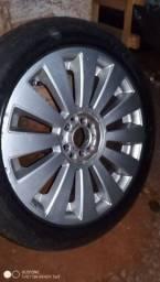 Rodas 17 multifuros com pneus bons
