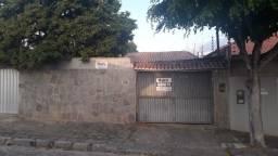 Casa de 03 quartos no bairro Centenário