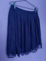 Saia curta de renda azul marinho com zíper na lateral