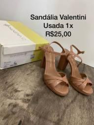 Vendo sandália 25 reais e sapato 40 reais