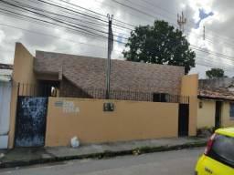 Título do anúncio: Alugam-se casas no Alto do Maracanã, conjulgadas, R$ 450,00. Água e Luz por fora.