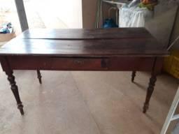Vendo  mesa Antiga  madeira pura  antiquada