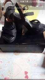 Sandálias novas 100$ cada