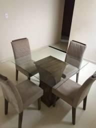 Conjunto de mesa com 4 cadeiras seminovos