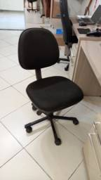 Mesa e cadeira de escritório