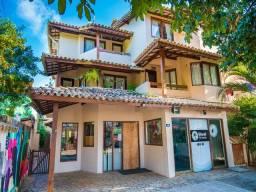 Vendo prédio em Praia do Forte, com 02 espaço comercias e 05 apartamentos duplex