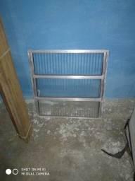 1 castilho novo, uma janela 60x60 e uma grade da janela.