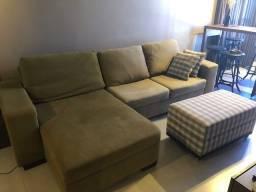 Sofá Retrátil com chaise e almofadas