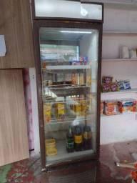 Expositor e freezer funcionando perfeitamente