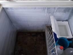 Vende-se uma freezer top gelando bacana apenas uma tampa valor 600,00