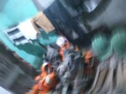 Caderinha de pintura e equipamentos de seguranças usados