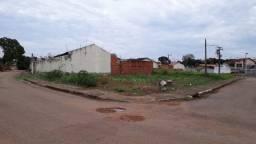 Vendo um Ótimo Terreno, com 524 m2, na Vila da Amizade, Próximo a Praça. Documentado!
