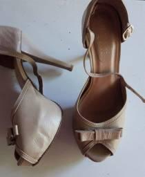 Lote de calçados para brechó