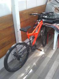 Bicicleta de marcha bem nova