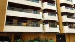 Apartamento de três dormitórios na quadra do mar