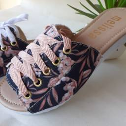 Vendo sandálias