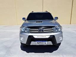 Toyota Hilux SW4 3.0 Diesel Blindada Automática, DVD, 7 Lugares, 4 Pneus Novos