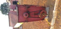 Maquina de bater milho