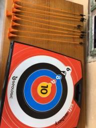 Arco-e-flecha kit completo com 2 arcos, 8 flechas e alvo.