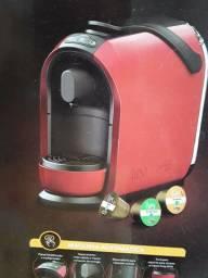 Cafeiteira cor vermelha expresso três coraçao ainda na caixa