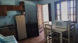 Casa c/pátio e varanda - 2 dormitórios, banheiro, sala e cozinha