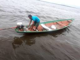 Canoa com o motor rabeta 6.5 HP