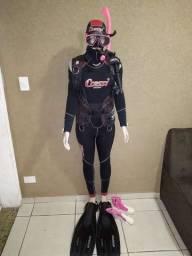 Equipamento de mergulho feminino