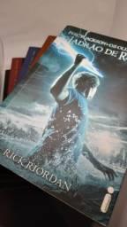 Coleção Livros Percy Jackson (Semi-Novo)