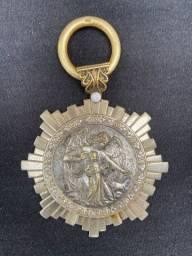 Arte Sacra, Medalhão antigo de metal banhado em prata