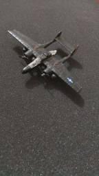 Miniaturas de aviões e helicópteros