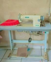 Máquina de Costura reta/ Marca Siruba.(R$1.200,00)