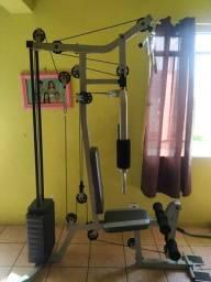 Estação de musculação peito costas bicipes tricipes e pernas