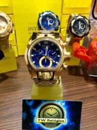 Relógio invicta Magnum dourado fundo azul