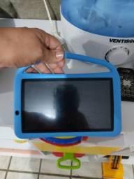 Tablet infantil na caixa