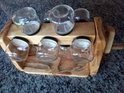 Porta condimentos com potes de vidro e sarilho