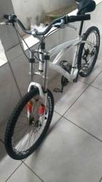 Bike Alumínio aro 26 freios a disco roda escape !bike bem reforçada!!