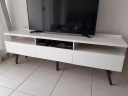 Rack branco para TV