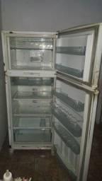 Vendo uma geladeira  consul duplex