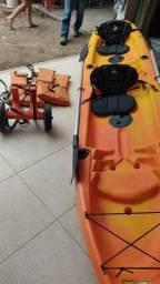 Barco com motor búfalo e caiaque de dois lugares
