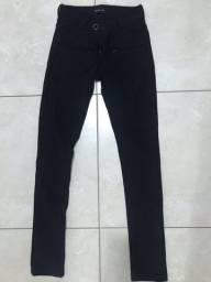 Calça preta estilo legging
