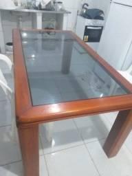 Mesa com tampa de vidro