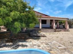 Casa com piscina na praia da Caponga (R$ 180.000,00)