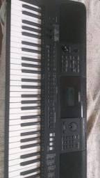 Vendo teclado Yamaha profissional semi novo
