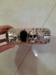 Bolsa de mão clutch com anéis de caveira