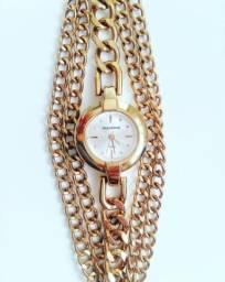 489627e1a58 Vendo lindo relógio modaine dourado
