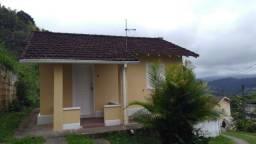 Quitandinha - Mini Condomínio. Casa plana 02Qtos. Local p/ carro. Jardim